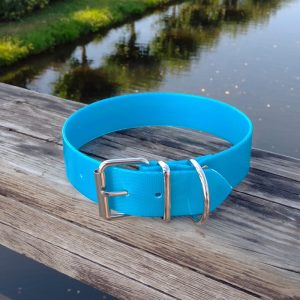 Collar Biothane azul claro ancho cinta 3,8 cm hebilla rulo